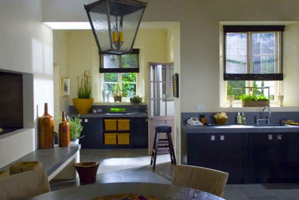 Amandas-kitchen-set-still-2-611x410.jpg