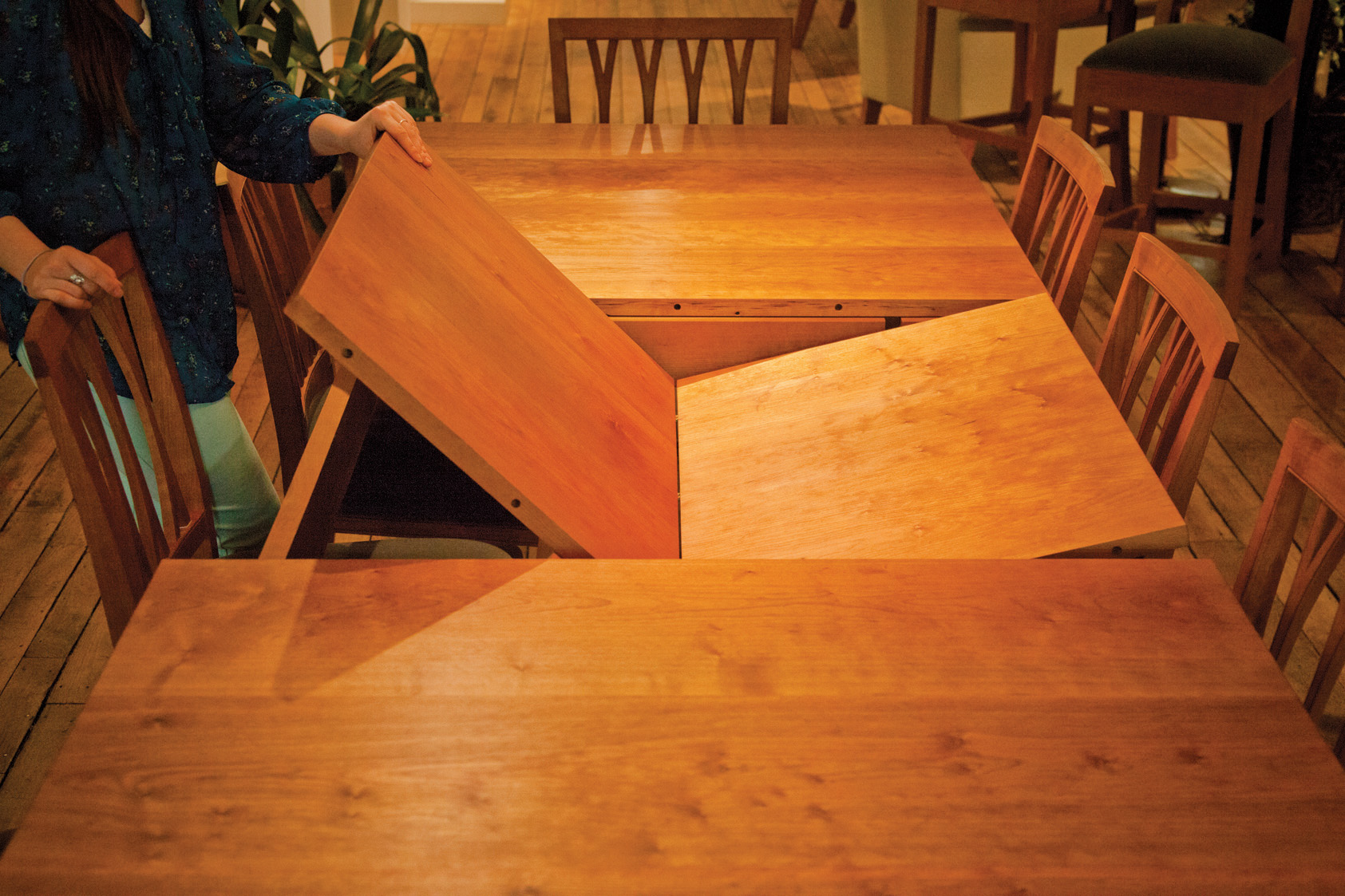 Butterfly Extending Table - in Cherry