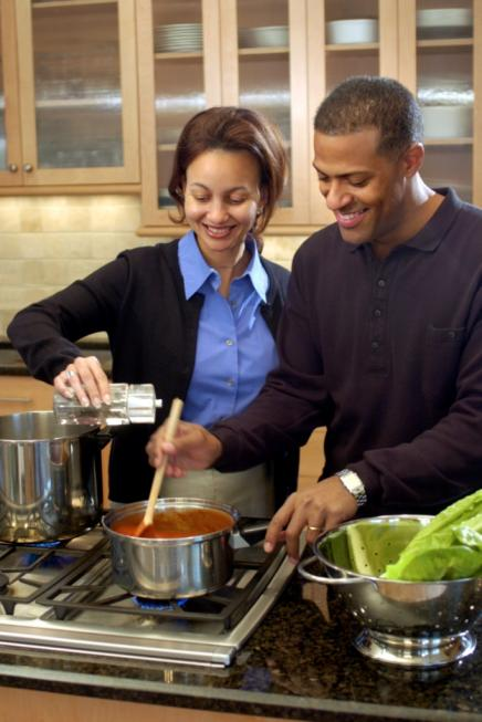 couple_cooking_together_830072026.jpg.jpg
