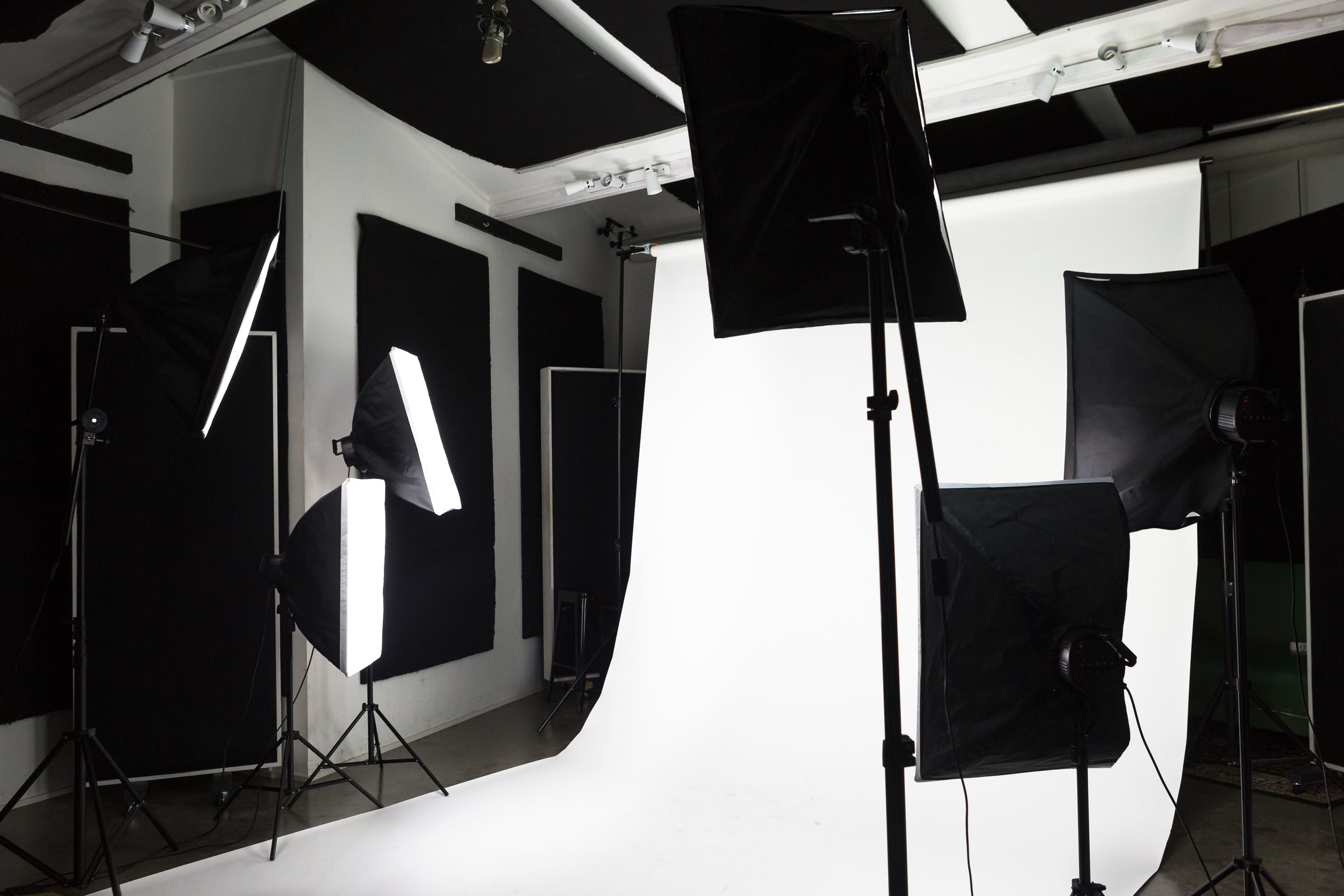 Sawtooth Studios whitescreen Newcastle.jpg