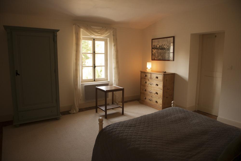 Bed3-6-2.jpg