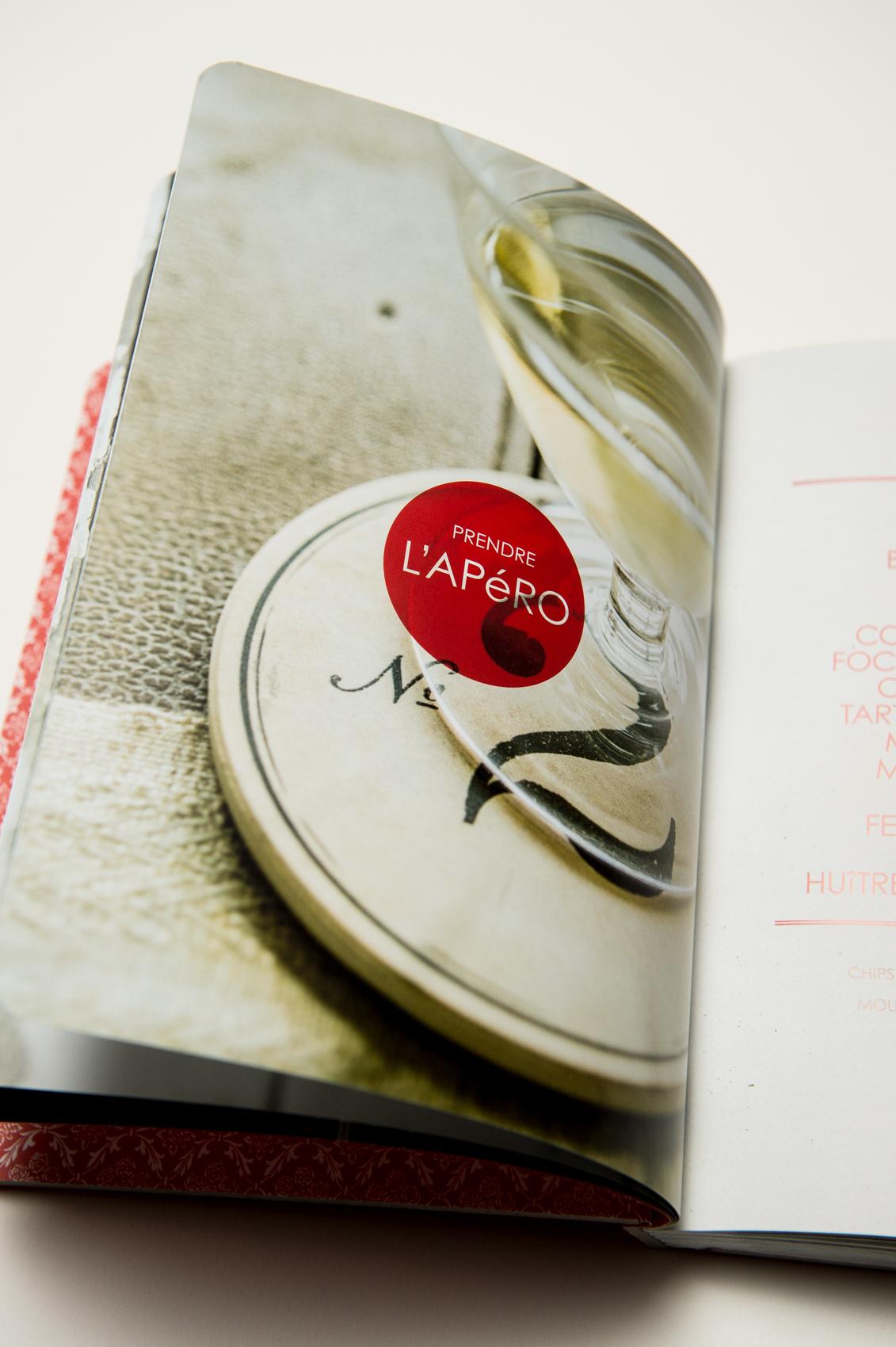 carnet rouge Josée di_Stasio  client : flammarion qc  design graphique: orangetango  direction de création: mario mercier    © dominique t skoltz