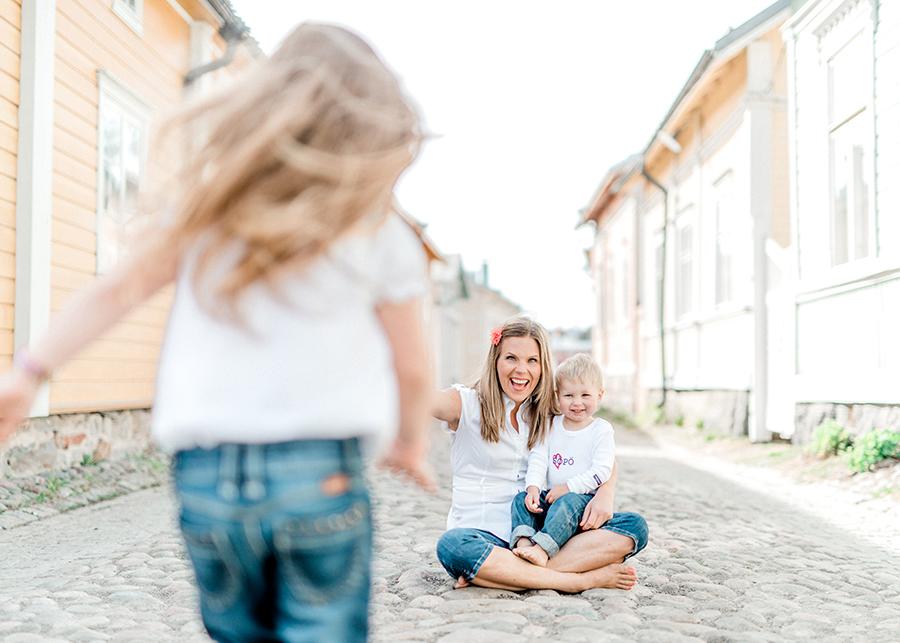 perhekuvaus lapsikuvaus Vanha Rauma (20).jpg