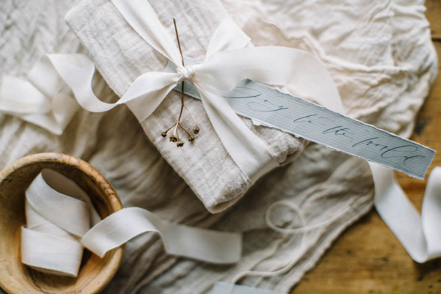 Organic gift wrapping and calligraphy tags (13).jpg