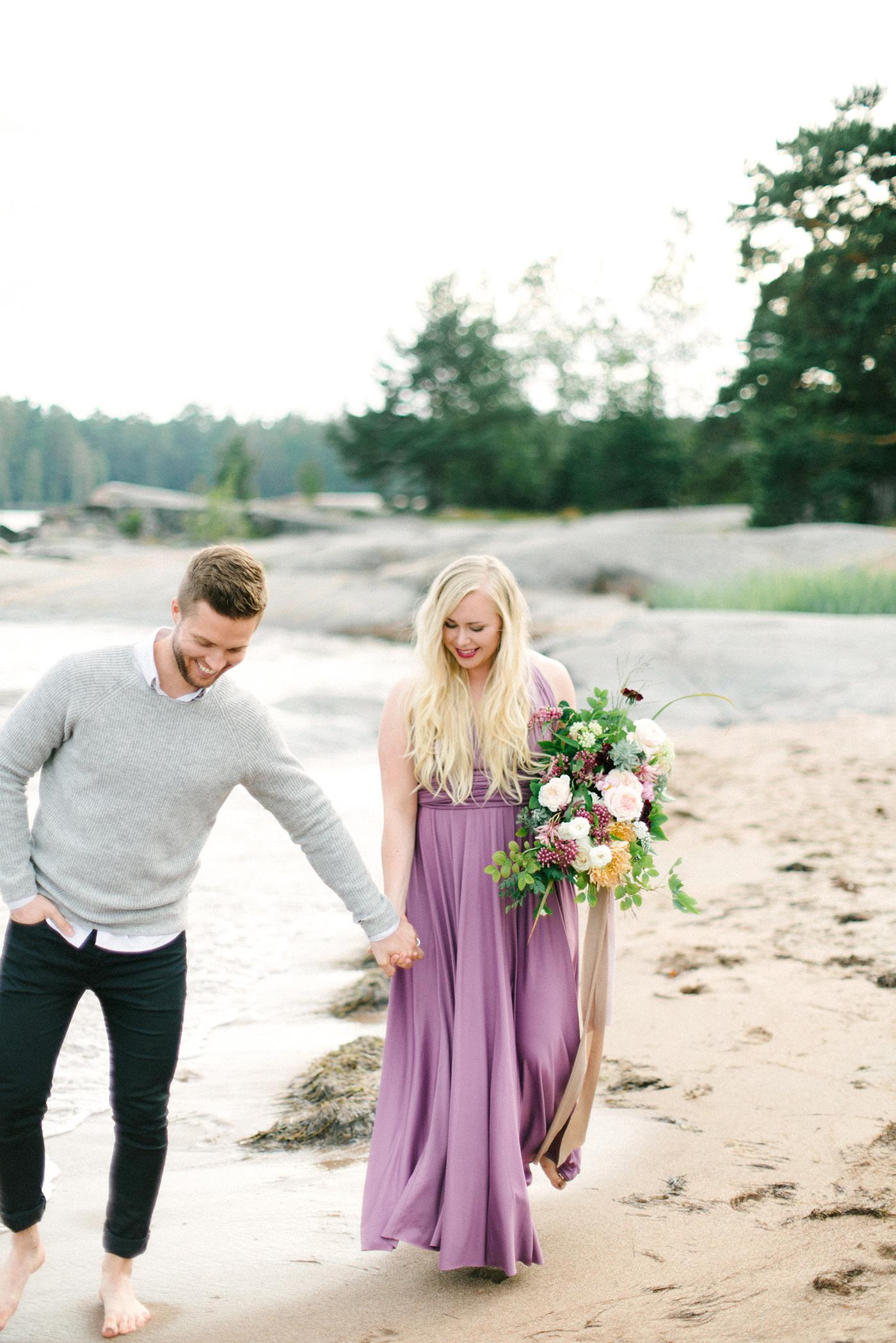Sari & Mikko - Beach Engagement Couple Shoot in Hanko kihlakuvaus parikuvaus - Susanna Nordvall - Hey Look (5).jpg