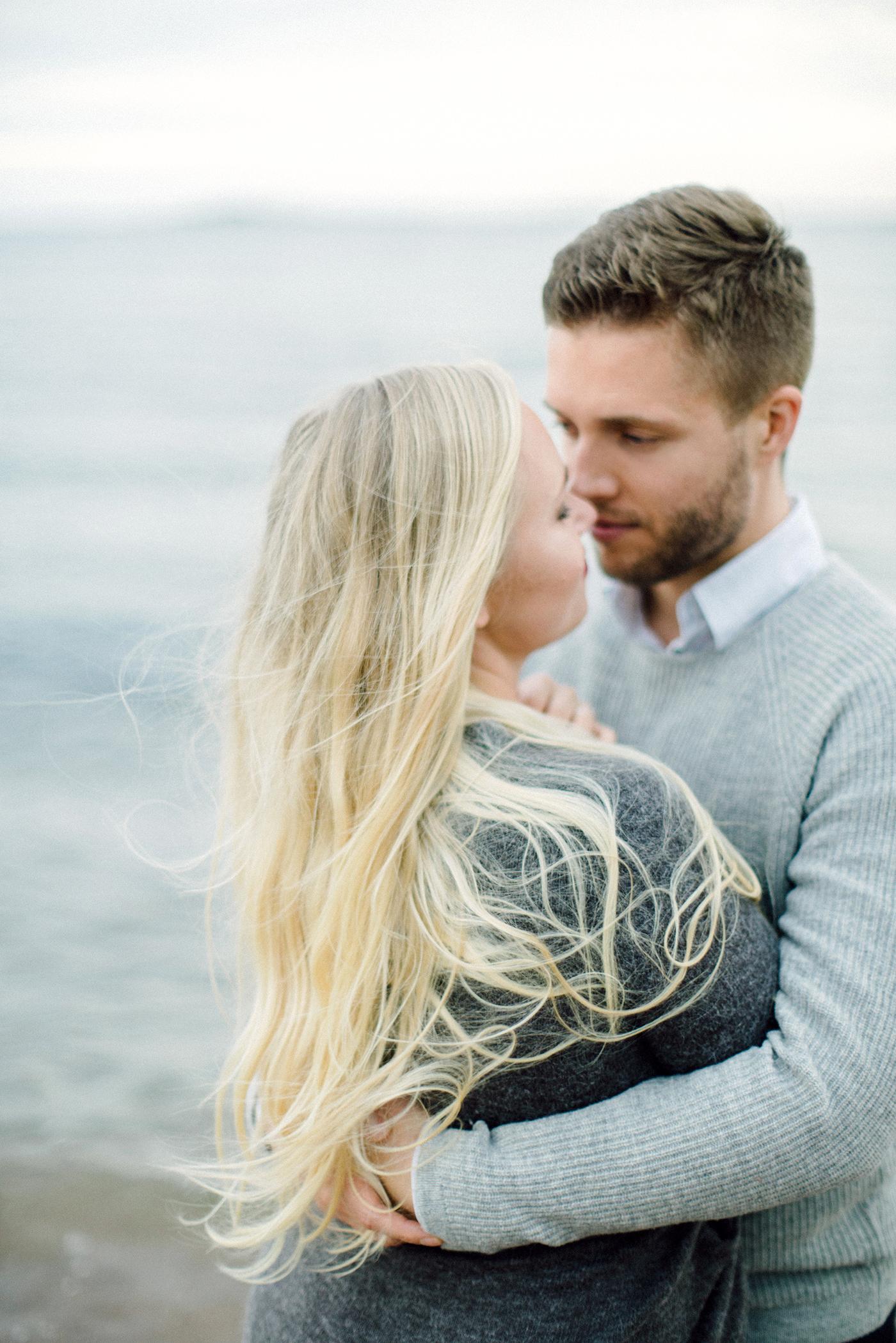 Sari & Mikko - Beach Engagement Couple Shoot in Hanko kihlakuvaus parikuvaus - Susanna Nordvall - Hey Look (20).jpg