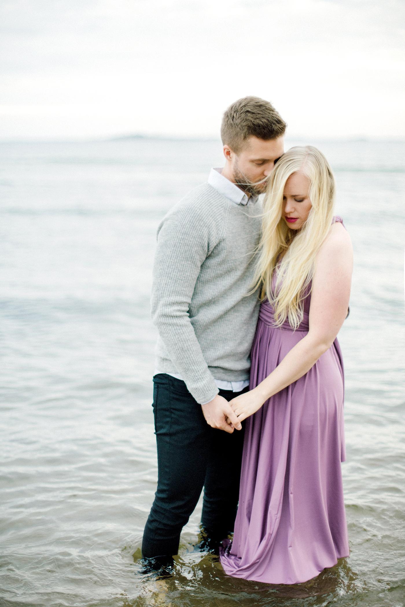 Sari & Mikko - Beach Engagement Couple Shoot in Hanko kihlakuvaus parikuvaus - Susanna Nordvall - Hey Look (21).jpg