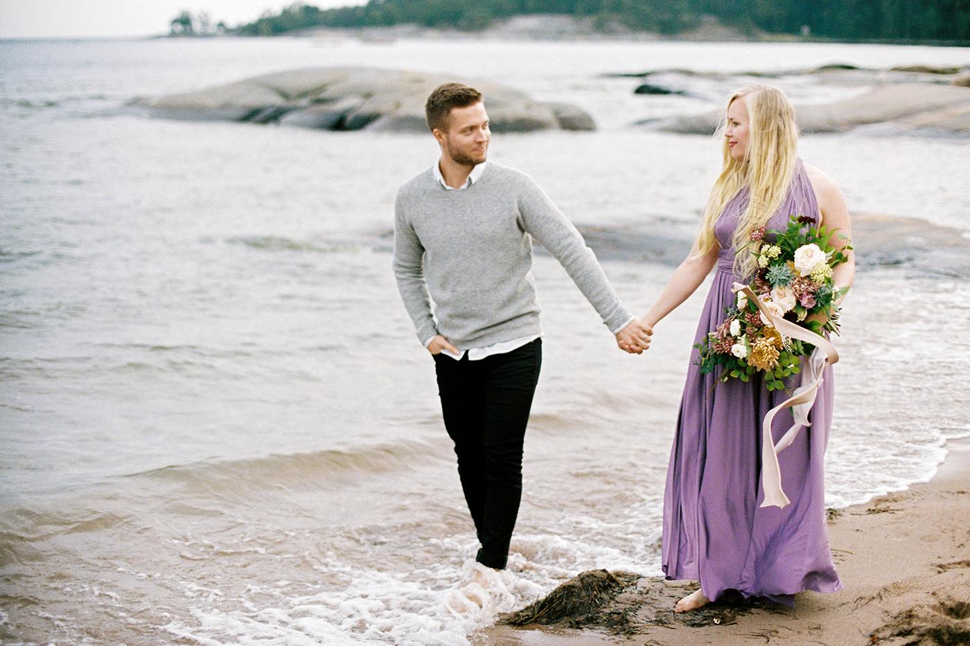 Sari & Mikko - Beach Engagement Couple Shoot in Hanko kihlakuvaus parikuvaus - Susanna Nordvall - Hey Look (27).jpg
