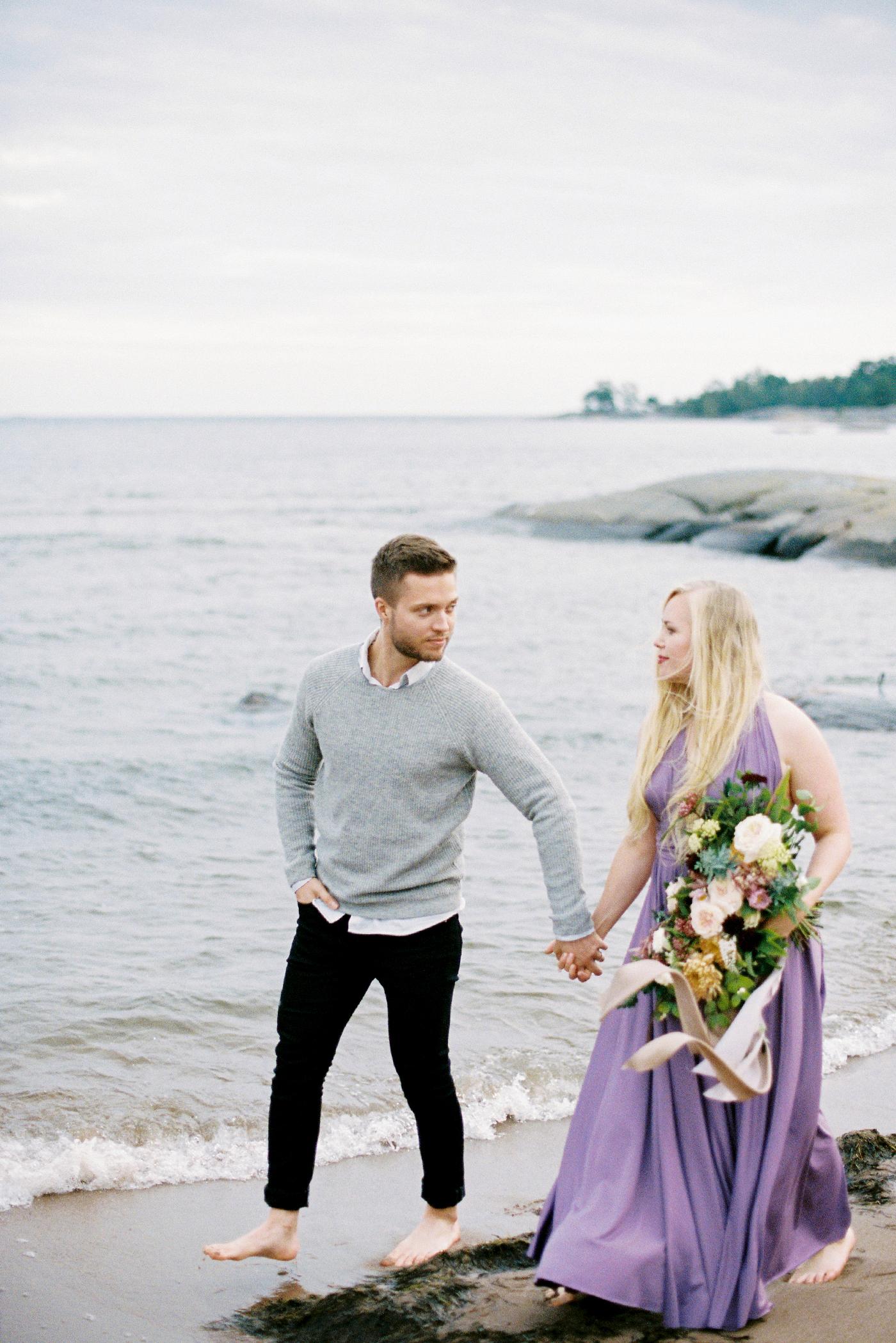 Sari & Mikko - Beach Engagement Couple Shoot in Hanko kihlakuvaus parikuvaus - Susanna Nordvall - Hey Look (28).jpg