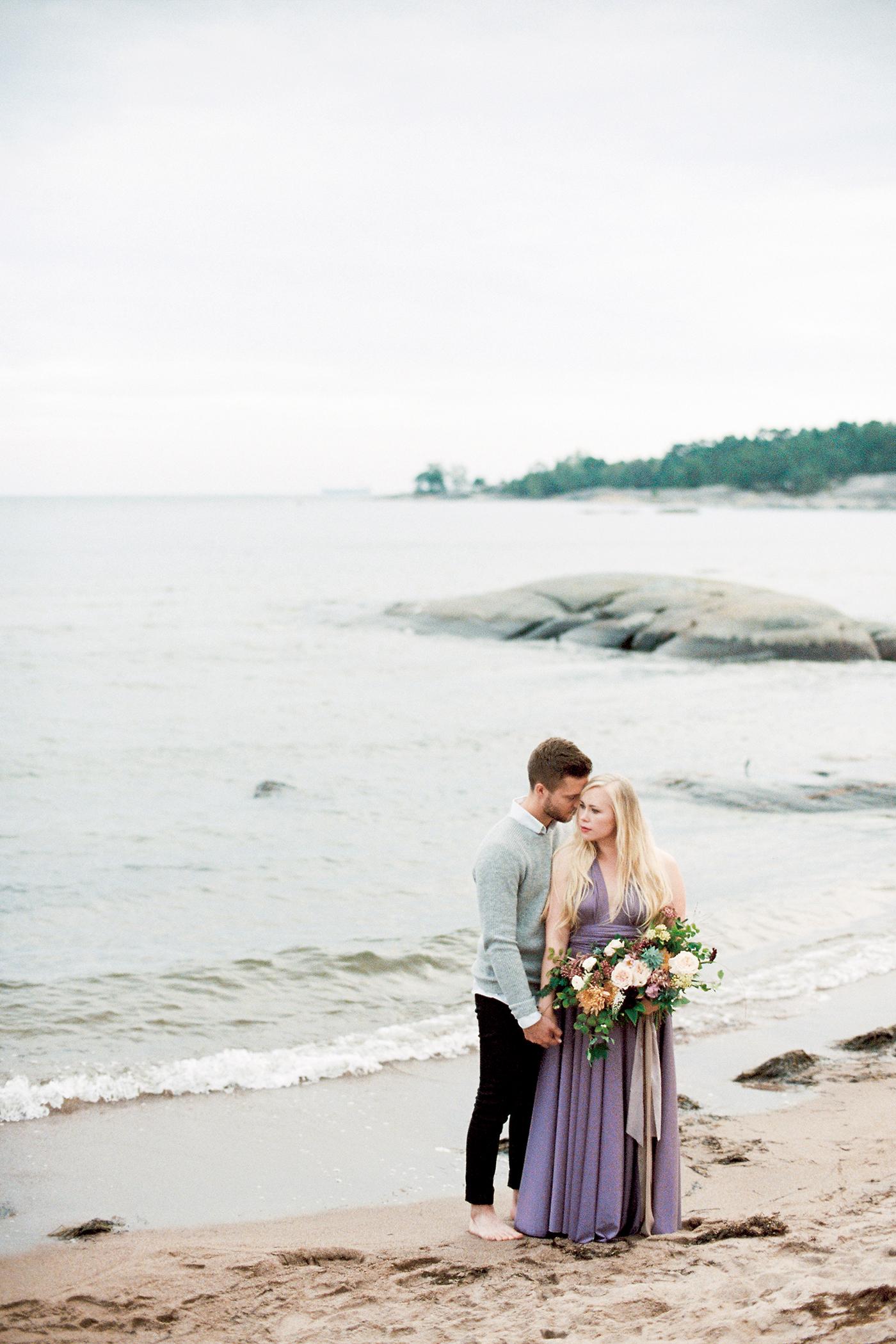 Sari & Mikko - Beach Engagement Couple Shoot in Hanko kihlakuvaus parikuvaus - Susanna Nordvall - Hey Look (31).jpg