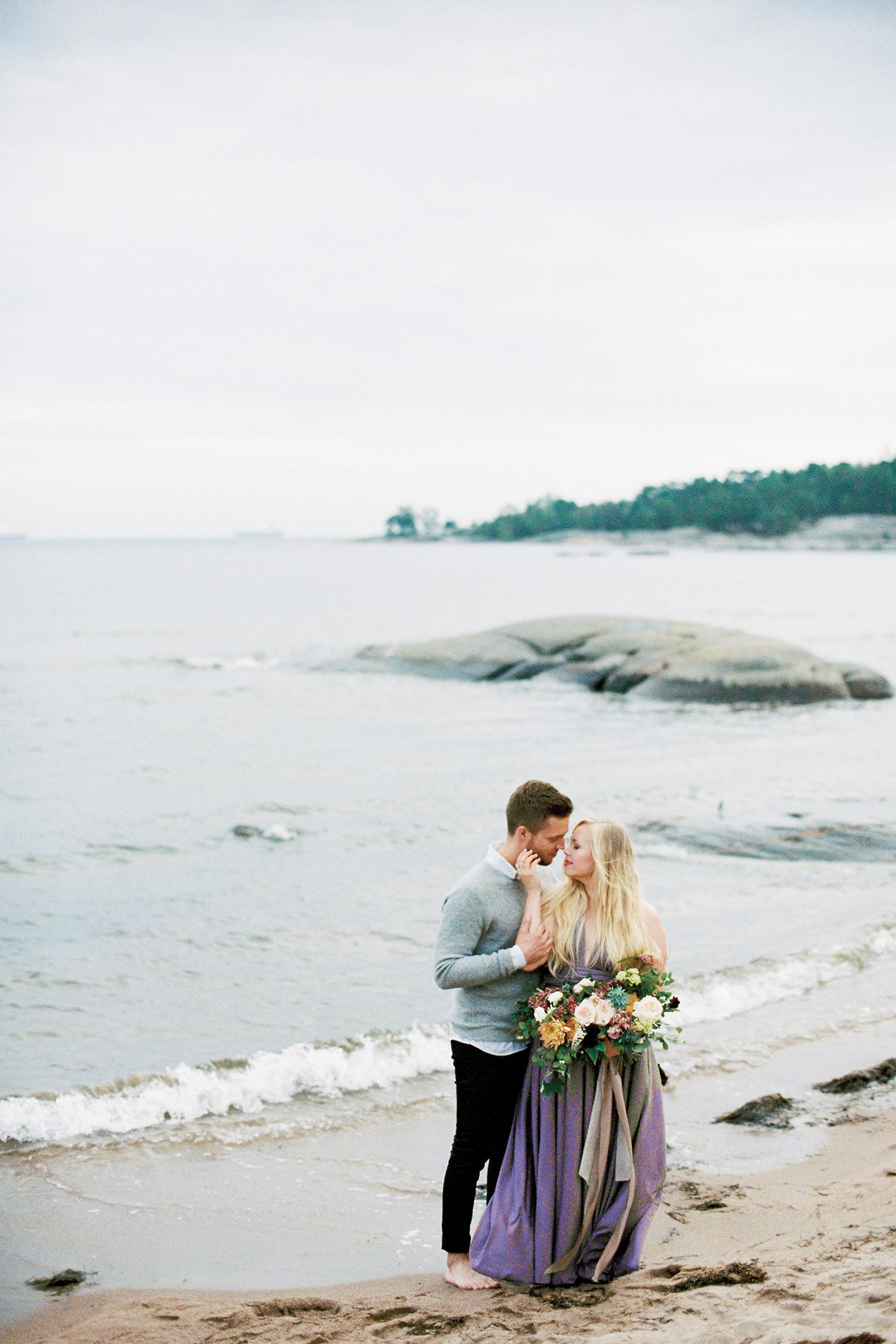 Sari & Mikko - Beach Engagement Couple Shoot in Hanko kihlakuvaus parikuvaus - Susanna Nordvall - Hey Look (32).jpg