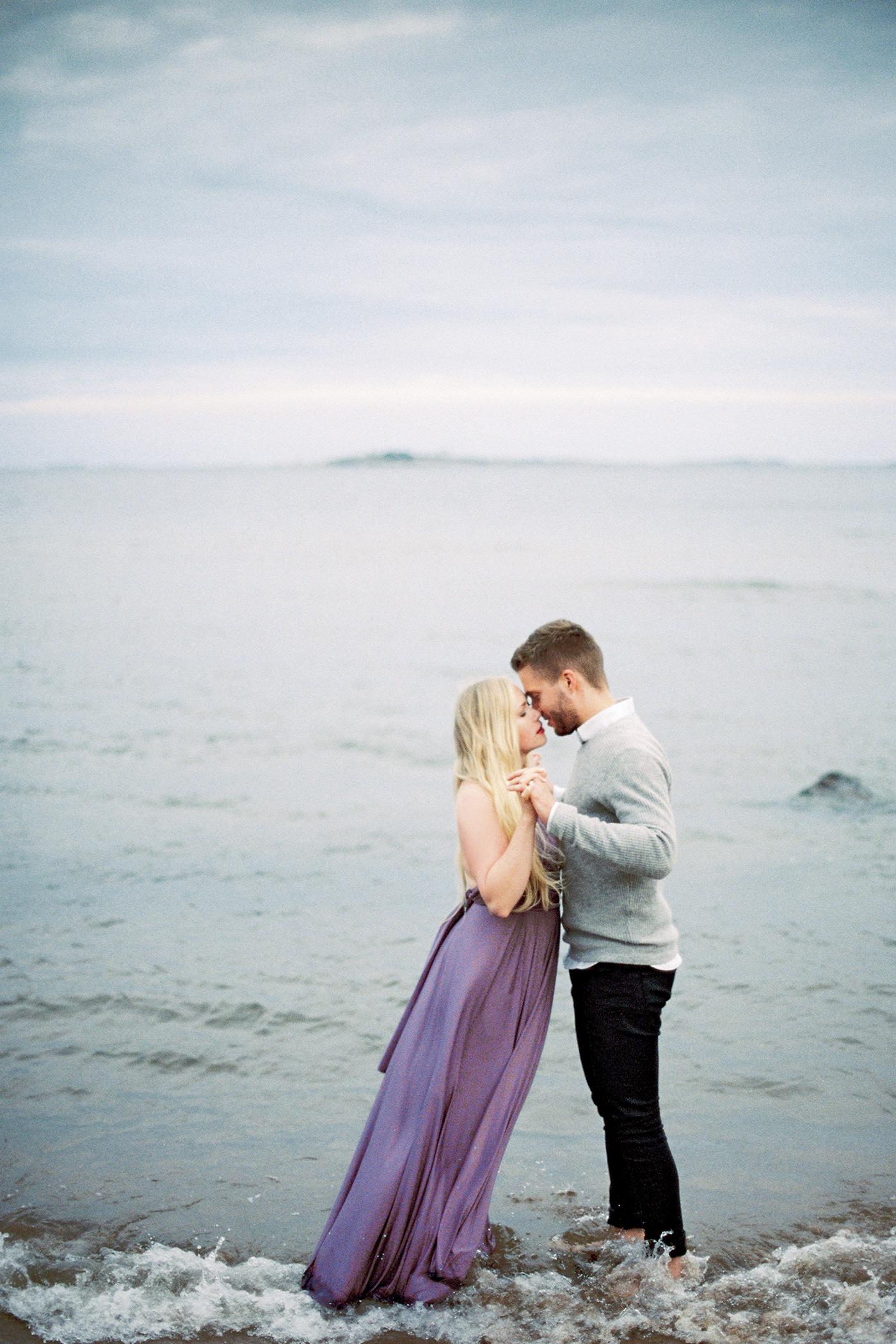 Sari & Mikko - Beach Engagement Couple Shoot in Hanko kihlakuvaus parikuvaus - Susanna Nordvall - Hey Look (44).jpg