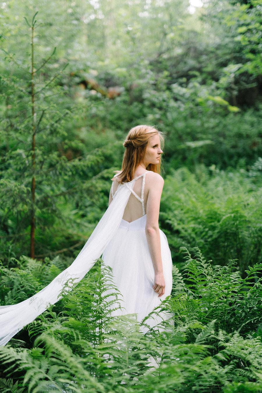 Woodsy Bridal Boudoir Morsian Huomenlahjakuvaus (8).jpg