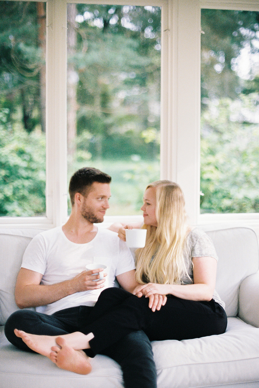 Morning at home couple session parikuvaus kihlakuvaus (1).jpg