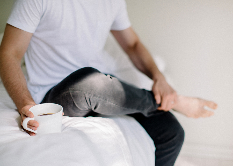 Morning at home couple session parikuvaus kihlakuvaus (20).jpg