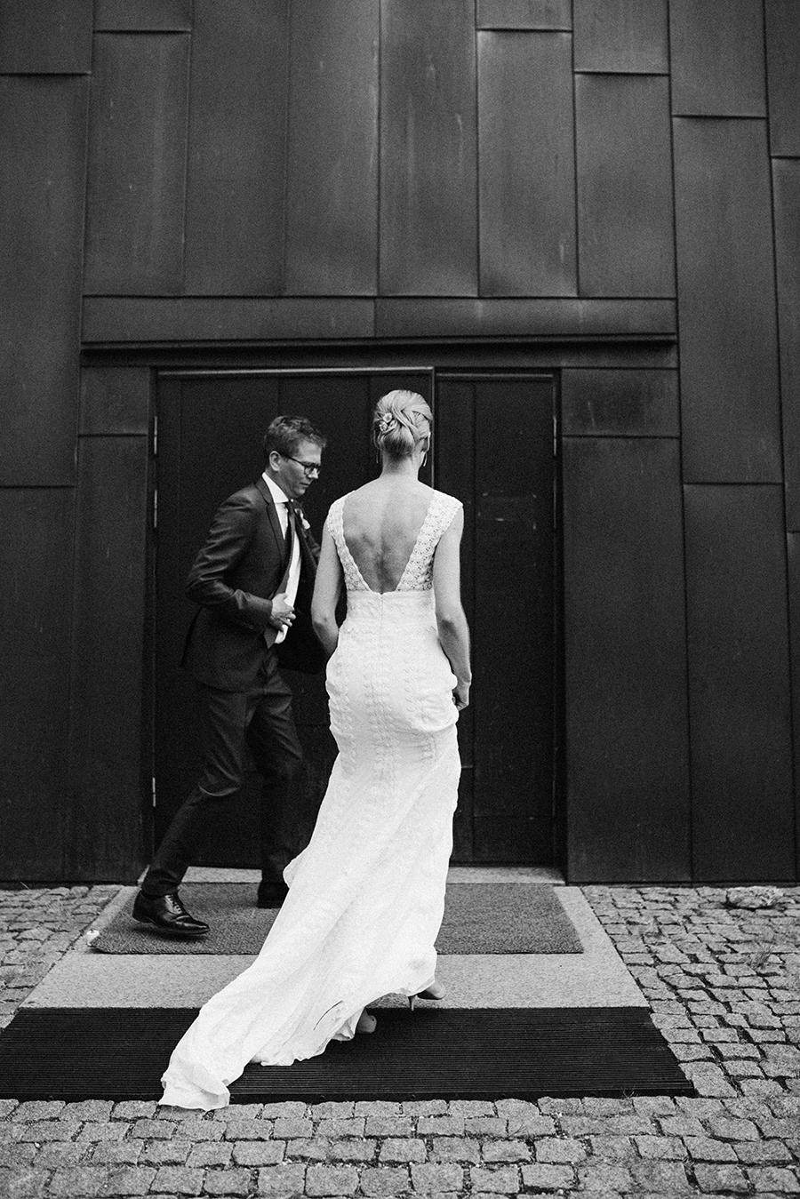 Laura & Kalle's modern wedding in a greenhouse at Harjattulan Kartano, Turku