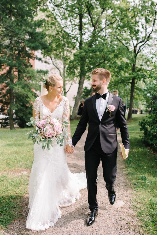 Anni&Karri's Seaside wedding at Ruissalon Telakka, Veneveistämö, Turku Hääkuvaus (43).jpg