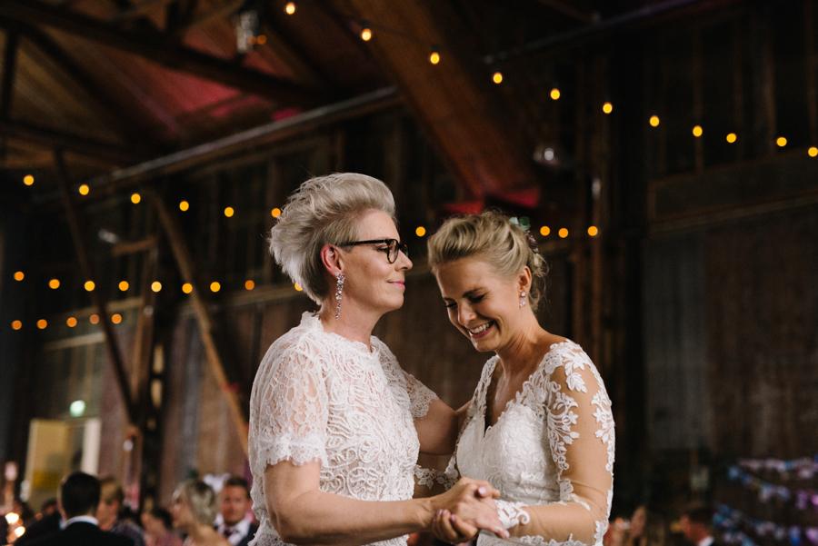 Anni&Karri's Seaside wedding at Ruissalon Telakka, Veneveistämö, Turku Hääkuvaus (160).jpg