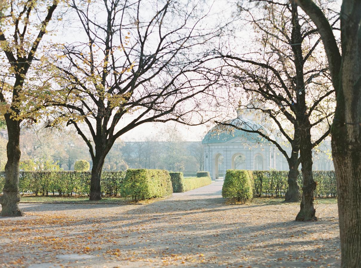 Zhaleh & Chris' Prewedding Shoot in Munich, Germany, Hääkuvaus Saksa, English Garden, Petra Muller Blumen (7).jpg