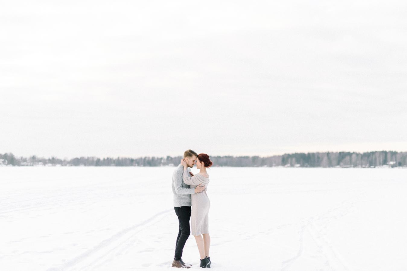 Johanna & Toni's Snowy Couple Shoot in Nuuksio, parikuvaus Helsinki Espoo (2).jpg