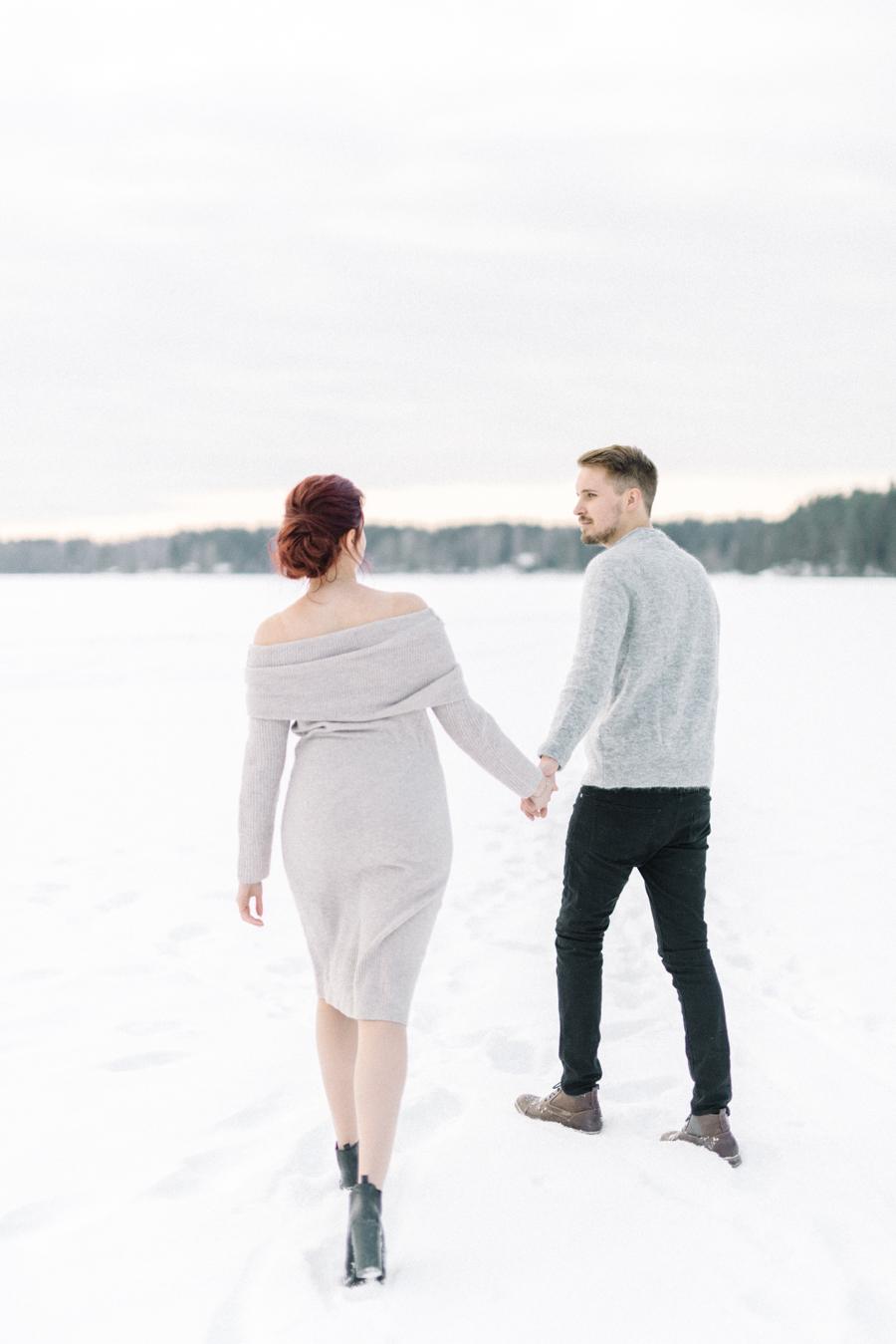 Johanna & Toni's Snowy Couple Shoot in Nuuksio, parikuvaus Helsinki Espoo (16).jpg
