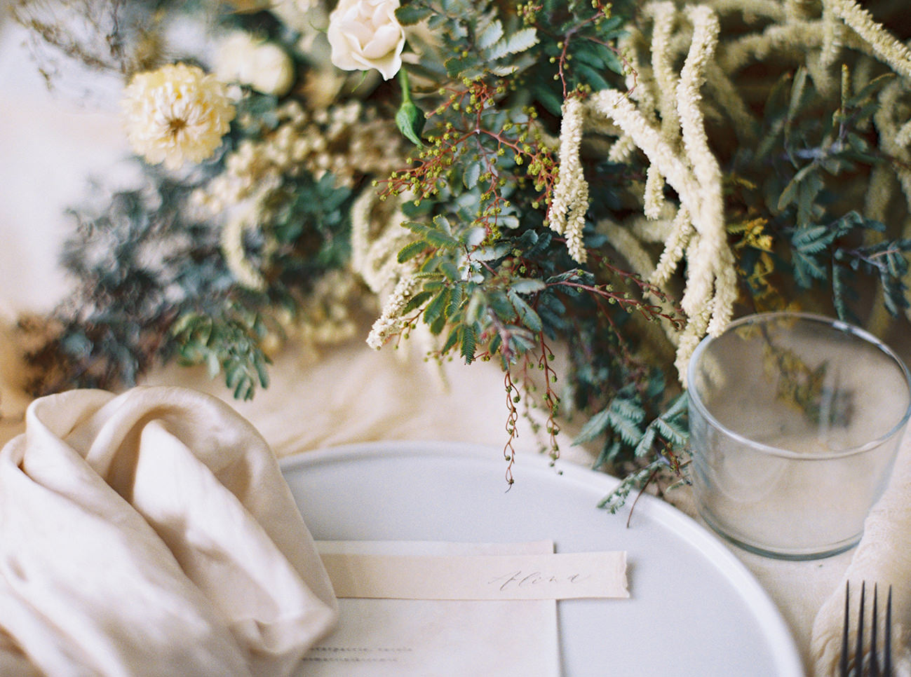 Bridal Inspiration, Wedding Bouquet, Hääkuvaus, Film Wedding Photographer, Table Setting Inspiration, Stationery, Dried Flowers, www.nordandmae.com, www.susannanordvall (20).jpg