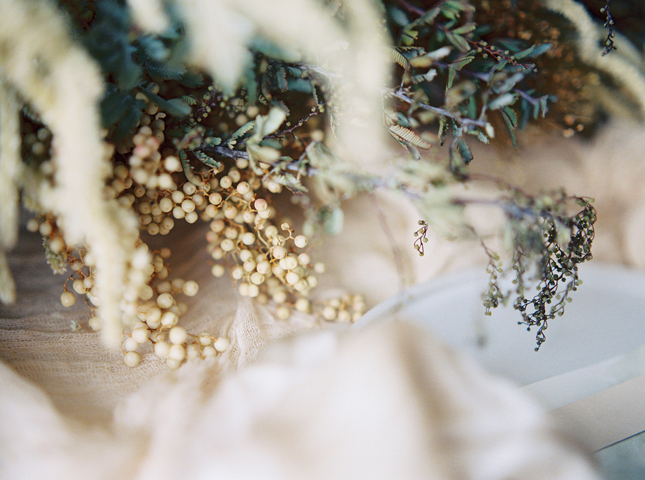 Bridal Inspiration, Wedding Bouquet, Hääkuvaus, Film Wedding Photographer, Table Setting Inspiration, Stationery, Dried Flowers, www.nordandmae.com, www.susannanordvall (32).jpg