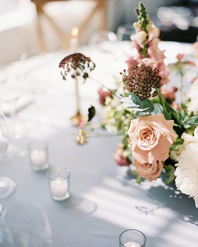 Loved how the light was playing with the details at Carolina & Mikko's wedding reception.  Design, styling and flowers: @nordandmae Venue: @hirvihaarankartano Film lab: @photovisionprints . . . . . #häät #häät2019 #häät2020 #häät2021 #hää #hääkuvaajat #hääkuvaus #naisyrittäjät #valokuvaajanaiset #hääyrittäjät #nordandmae #nordicweddings #tablesetting #hirvihaarankartano #centerpiece #weddingphotographer #weddinginspiration #weddingflorals #weddingflowerinspiration #filmisnotdead #finnishfilmphotographer #finlandwedding #nordiskebryllup #weddinginfinland #destinationwedding #destinationphotographer #destinationweddingphotographer #pursuepretty #thatsdarling #itsinthedetails