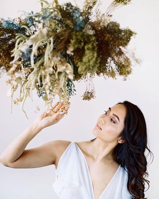 Here's some gorgeous bridal inspiration for your Monday evening.  Design, styling and flowers: @nordandmae Hair and makeup: @hawelabeauty Dress: @sadenorja Film lab: @photovisionprints . . . . . #häät #häät2019 #häät2020 #häät2021 #hää #hääkuvaajat #hääkuvaus #naisyrittäjät #valokuvaajanaiset #hääyrittäjät #nordandmae #nordicweddings #bridal #bridalinspiration #thatsdarling #pursuepretty #morsian #flowerinstallation #hääkuvausHelsinki #bride #bridetobe #finnishfilmphotographer #weddingphotographer #photovision #filmisnotdead #shotonfilm #contax645 #portra400 #destinationwedding #nordiskebryllup