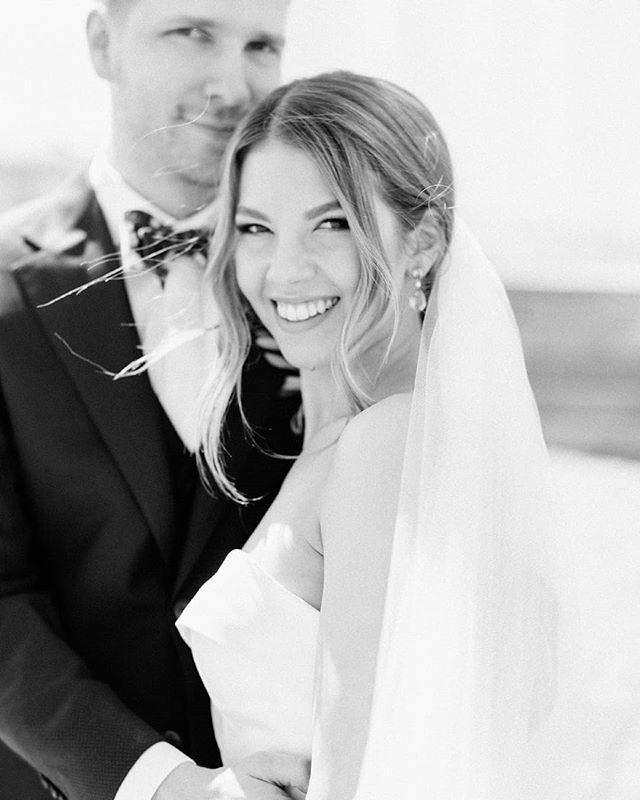 The gorgeous newlyweds, Oona and Kristian. . . . . . #häät #häät2019 #häät2020 #häät2021 #hää #hääkuvaajat #hääkuvaus #naisyrittäjät #valokuvaajanaiset #hääyrittäjät #helsingintuomiokirkko #hääkuvausHelsinki #hääpari #newlyweds #weddinginspiration #weddingphotographer #weddinginfinland #nordicweddings #scandinavianwedding #weddinginfinland #finlandweddingphotographer #finlandwedding