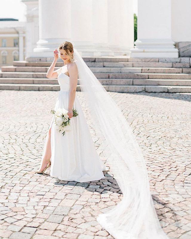 Oona looked absolutely breathtaking on her wedding day! . . . . . #häät #häät2019 #häät2020 #häät2021 #hää #hääkuvaajat #hääkuvaus #naisyrittäjät #valokuvaajanaiset #hääyrittäjät #bride #bridetobe #thatsdarling #morsian #bridalinspiration #meslewi #weddingdress #visithelsinki #helsingintuomiokirkko #hääkuvaaja #hääkuvausHelsinki  #hääkimppu #weddingphotographer #weddinginspiration #destinationwedding #destinationweddingphotographer #Helsinki #justmarried