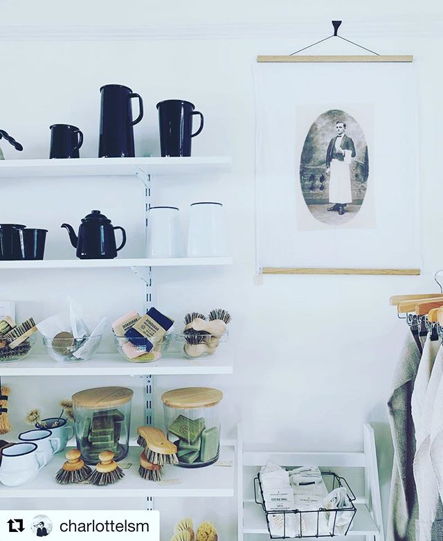Notre torchon le garçon encadré dans une jolie boutique à penzance @no.56penzance merci @charlottelsm pour la photo 👌👌 #lin#linen#teatowels#shop#penzance#kitchen#deco#ideas#ideedeco#natural#minimaliste#cuisine#maison#home#interiordesign#love#summer