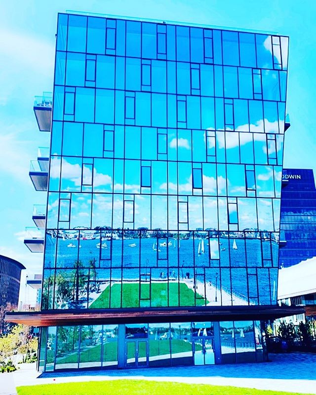 An architectural marvel, inside and out. You're a stunner @pier4boston. An absolute gem to behold. When can I move in??? #kiddingnotkidding #sundayfunday #design #beauty #architecture #building #boston #harbor #seaport #ocean #boat #yachting #summer #bluesky #sunshine #sunday