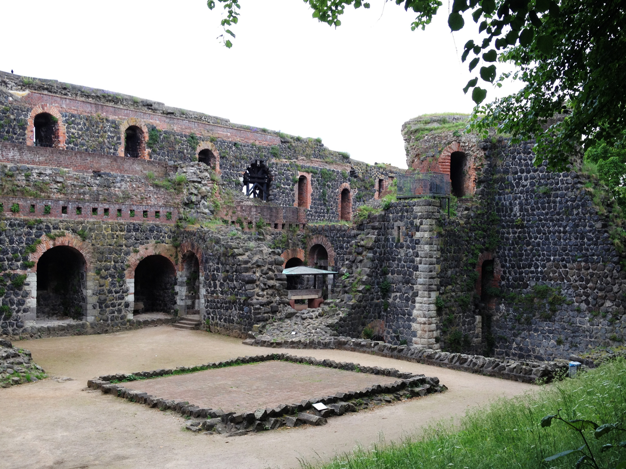 took transit to a German beer garden for dinner and on the way found these old ruins!