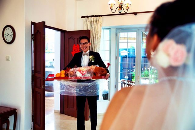 What year? YEAR OF THE PIG!!!!!! Literally bring home the bacon. . . . #yearofthepig #realwedding #sgwedding #weddingphotography #roastpork