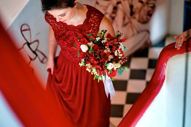 Just a photo with nothing much to say... . . . #sgwedding #realwedding #bouquet #bride #red