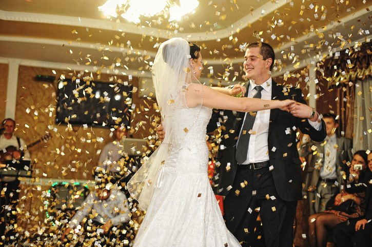 First wedding dance with confetti!