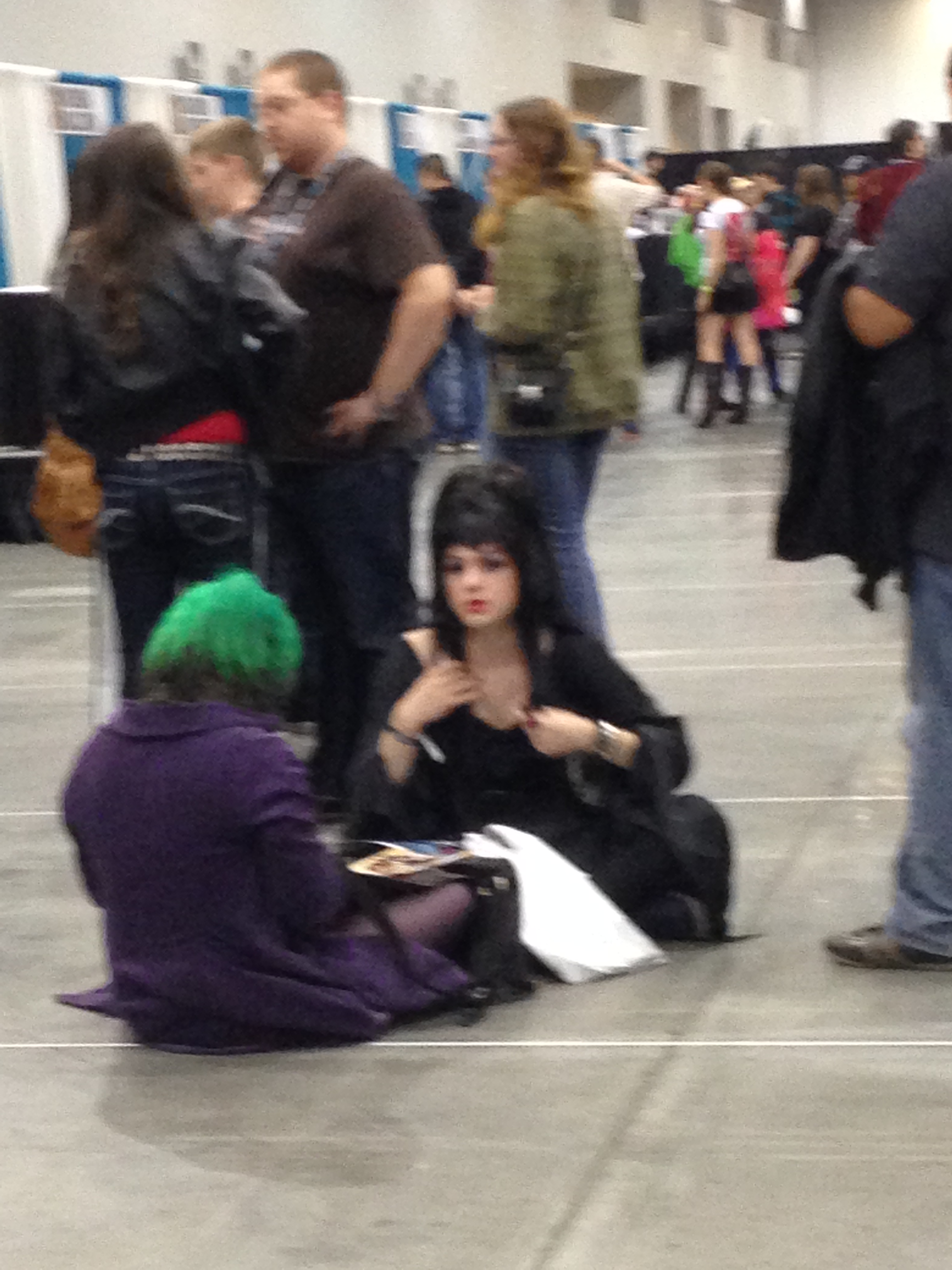 Even  Elvira  needs to have a rest while waiting in autograph lines to meet her mentors.