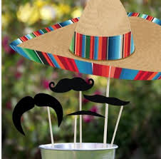Great margaritaville straws....'stache style'! Or another hit of table whimsy.....