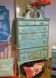 Here the furniture is painted in Blues...stunning!