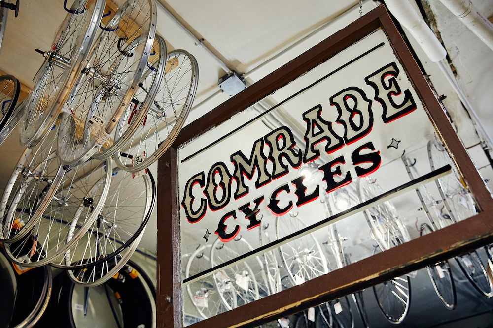 Logo-sign-Comrade-Cycles-wheels.jpg