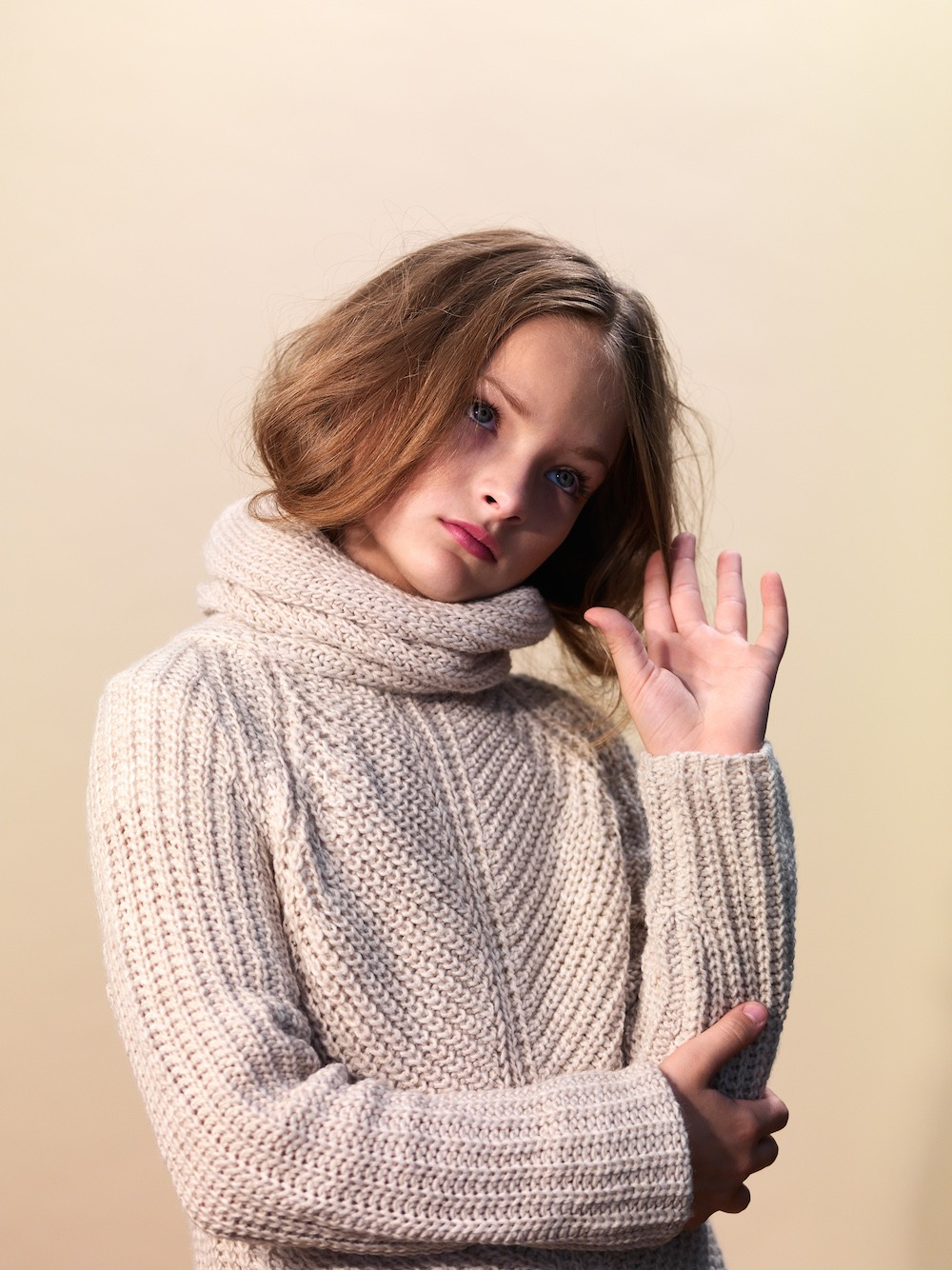 Girl-large-sweater-portrait-photography.jpg