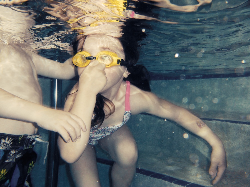Underwater-photography-swimming-lesson-child.jpg
