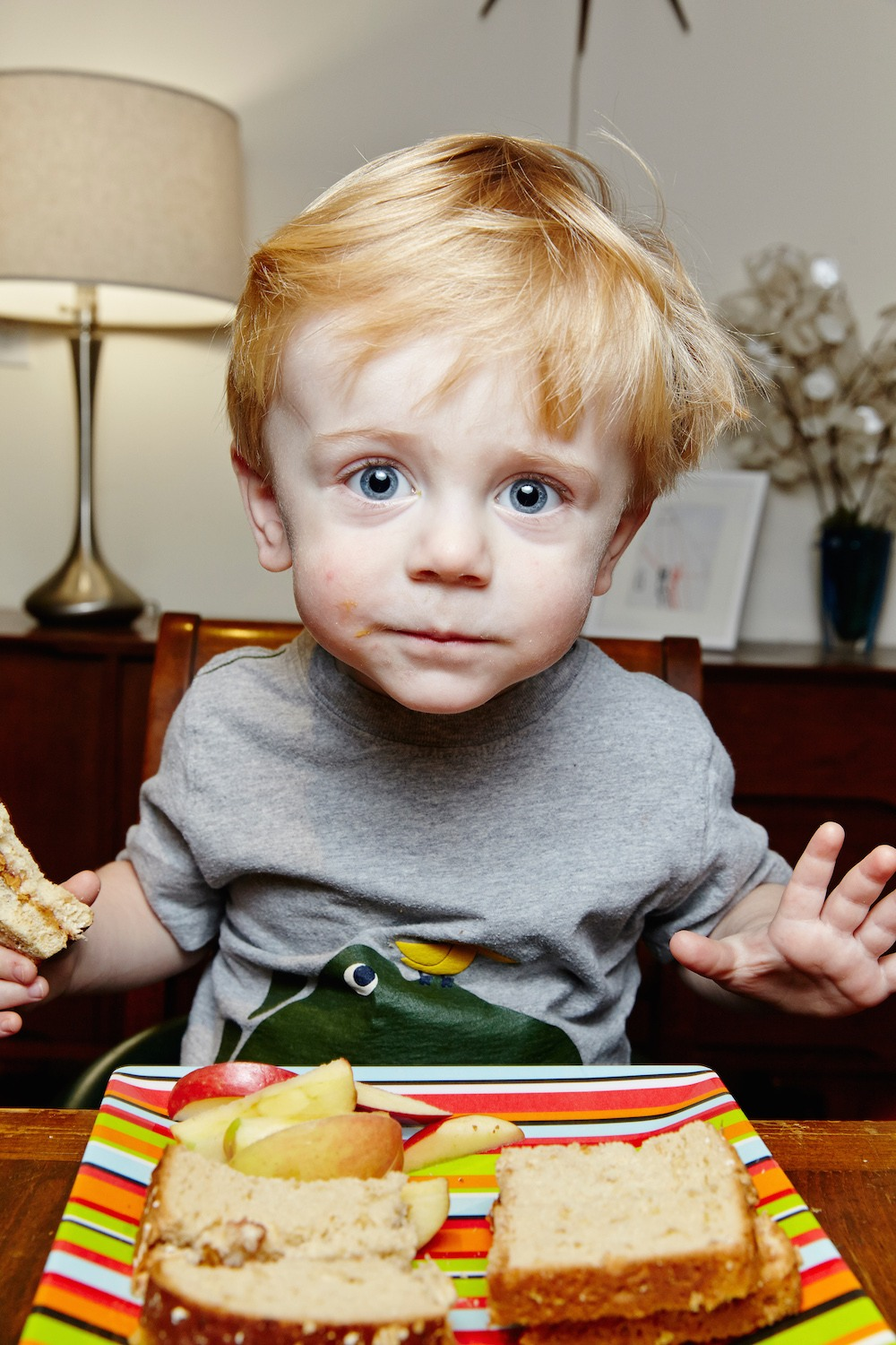 Little-boy-blue-eyes-sandwich-apple-plate.jpg