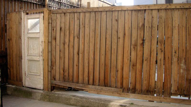0704_Milan_fence.jpg