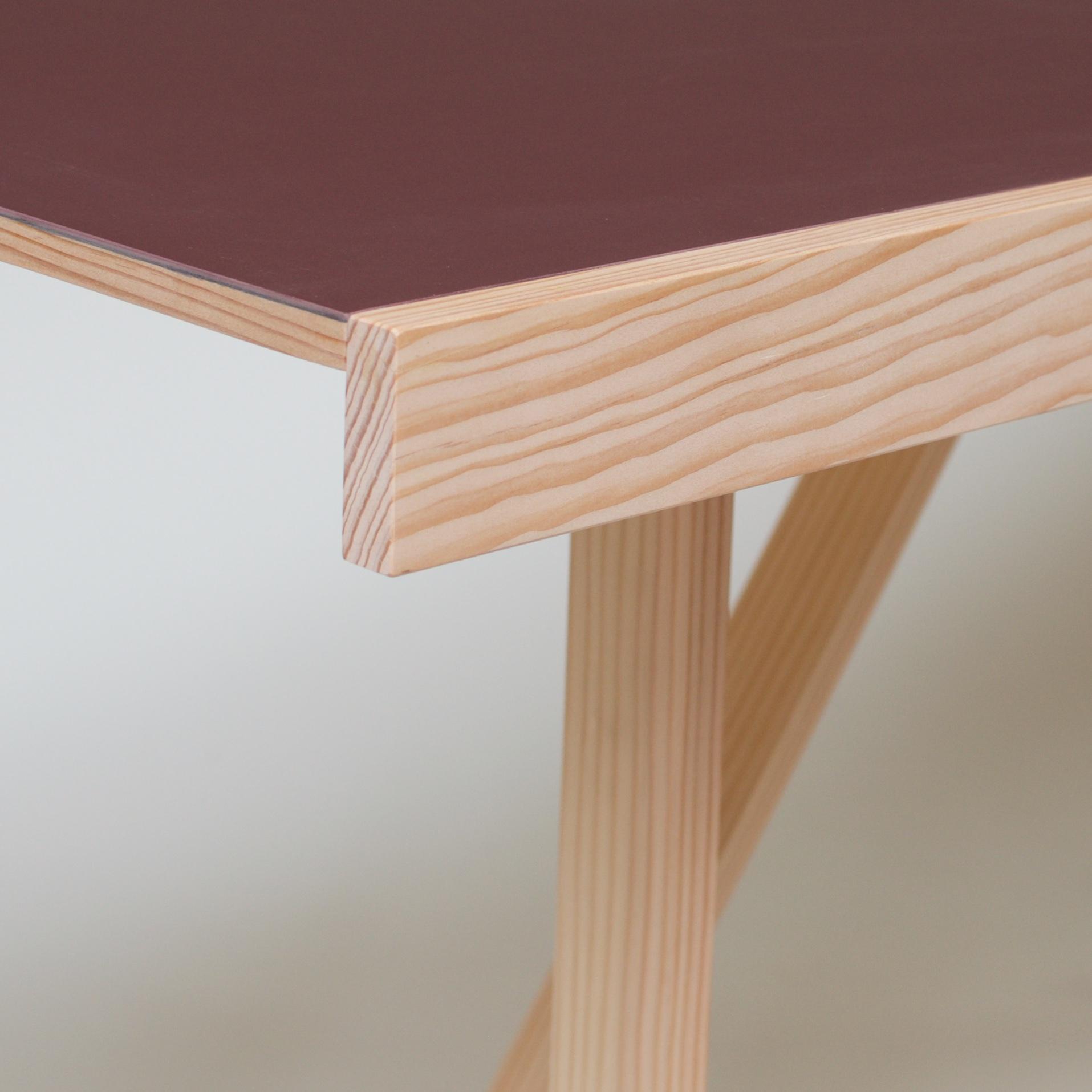 Lino Folding Table detail.jpg