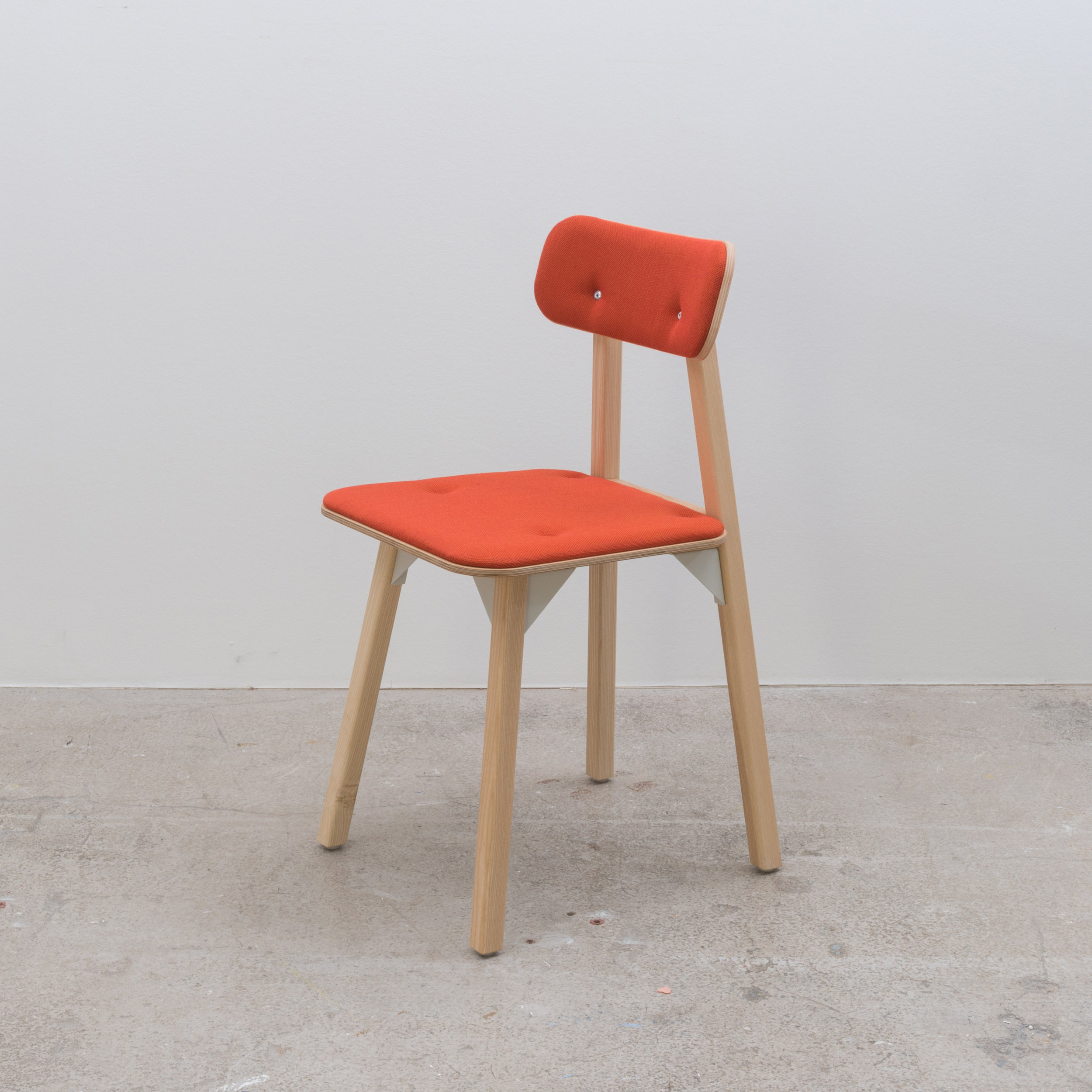 Bracket chair - Orange seat and back pad