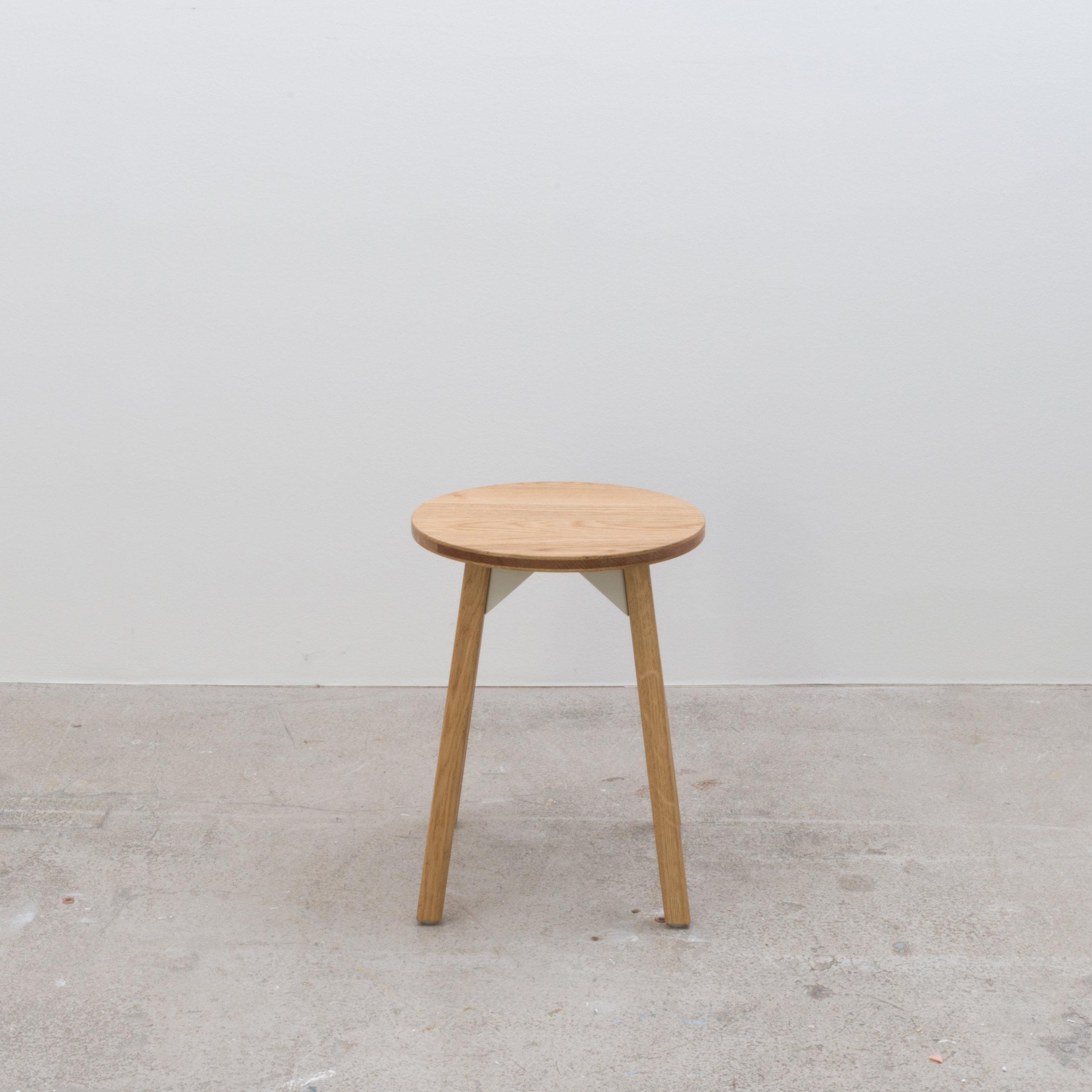 Low circular stool 350 x 350 x 440H