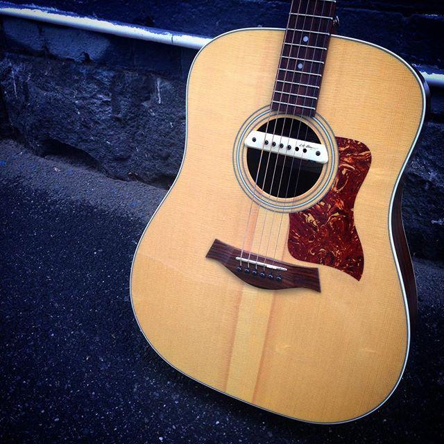 Taylor 210 Dreadnaught Acoustic w/LR Baggs M1A #taylor #taylorusa #taylorguitars #taylor210 #usa #acoustic #lrbaggs #frettedinstruments #melbourne