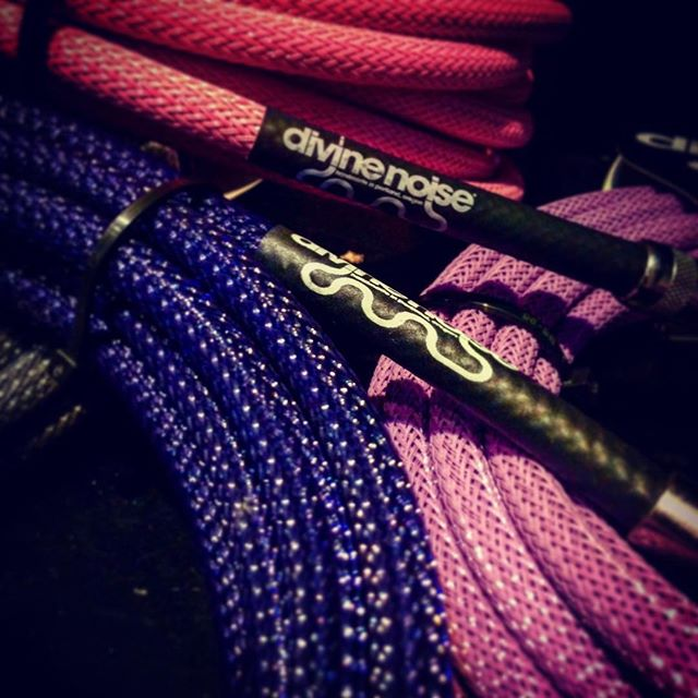 Nothing like some incredible @divinenoise colour to chase those winter blues away. Handmade in Portland , these amazing leads have a lifetime guarantee ..... Quality , and oh so beautiful . ( there are more sedate colours available if these aren't your bag) #divinenoise  #handmade  #guitarleads  #lovethosecolors